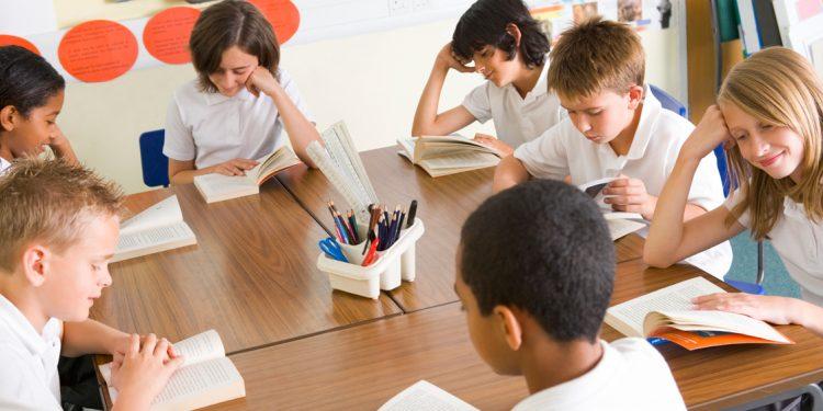 Niños leyendo como si fuera un Book Club Ideas