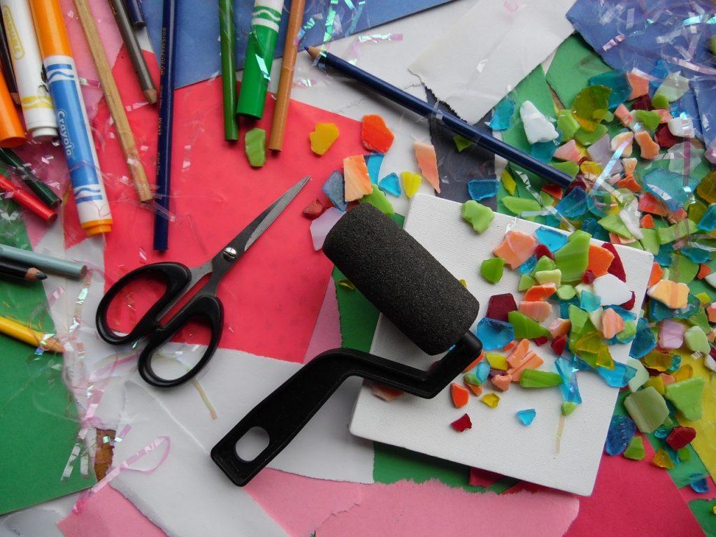 Materiales de manualidades cultura maker en el aula