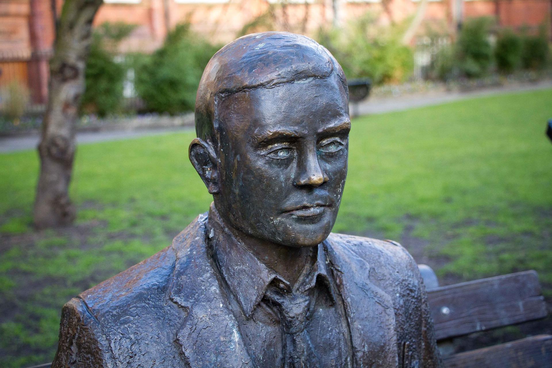 Estatua de Alan Turing uno de los grandes inventores