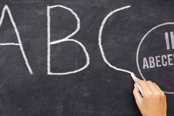 Pizarra con letras para la segunda edición del abecedario de la innovación