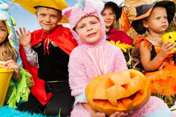Niños disfrazados para Halloween en clase