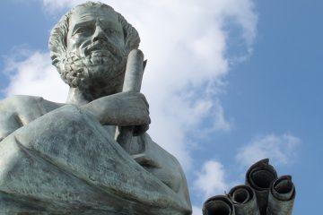 Estatua de Aristóteles para ilustrar filósofos que han influido en la educación