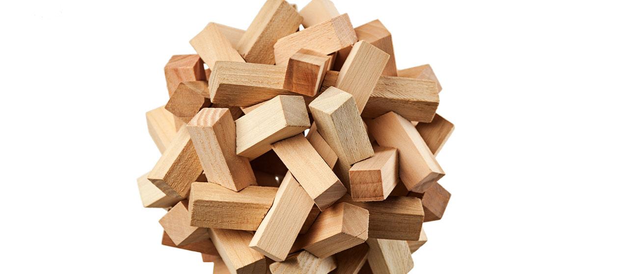 Juego de madera para ilustrar la importancia del pensamiento lógico